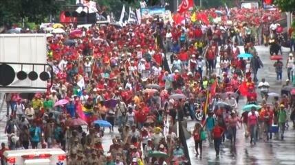 Chavistas marchan en defensa de Comité Locales de Abastecimiento