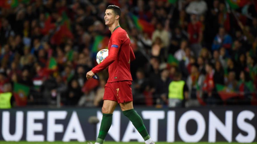 Vídeo: Ronaldo para su autobús para abrazar a un niño con cáncer