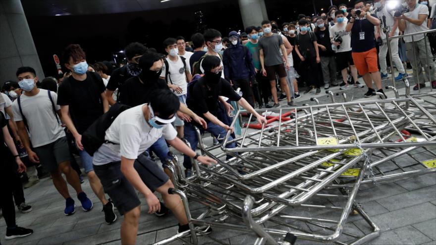 Estallan choques entre manifestantes y policías en Hong Kong