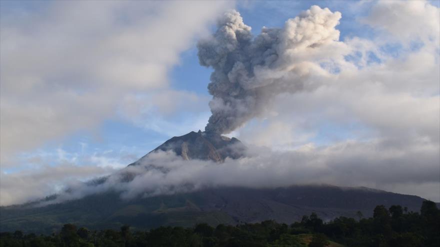 Vídeo: Impactante erupción del volcán Sinabung en Indonesia