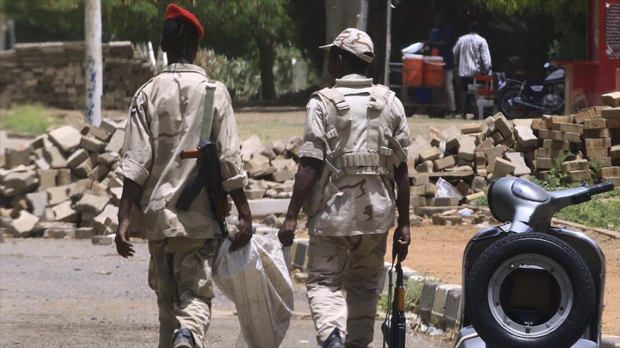 Miembros de las Fuerzas de Apoyo Rápido sudanesas en Jartum, la capital de Sudán, 10 de junio de 2019. (Foto: AFP)