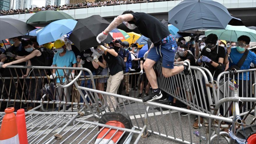 Hong Kong aplaza debate sobre ley de extradición