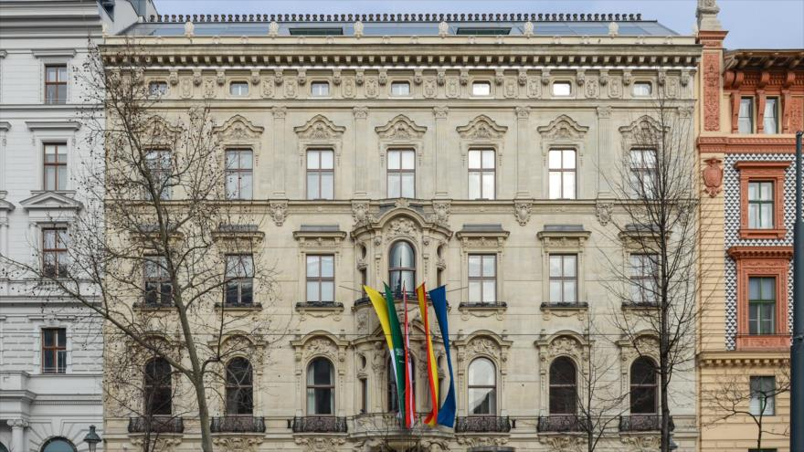 Austria cerrará centro financiado por Riad si ejecuta a joven opositor
