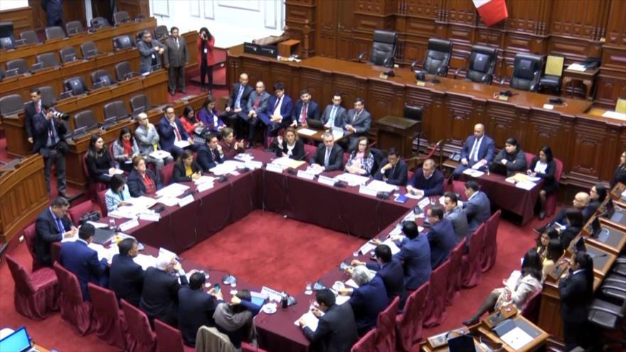 Premier peruano asiste a votación de proyecto de la reforma