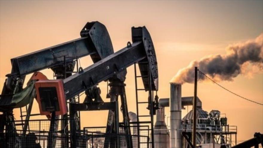 Precio del crudo se dispara por explosión de buques en mar de Omán | HISPANTV