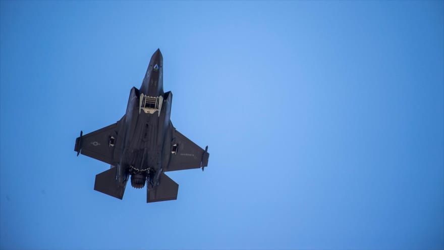 Un caza furtivo F-35 de EE.UU. sobrevuela Casa Blanca, en Washington, 12 de junio de 2019. (Foto: AFP)