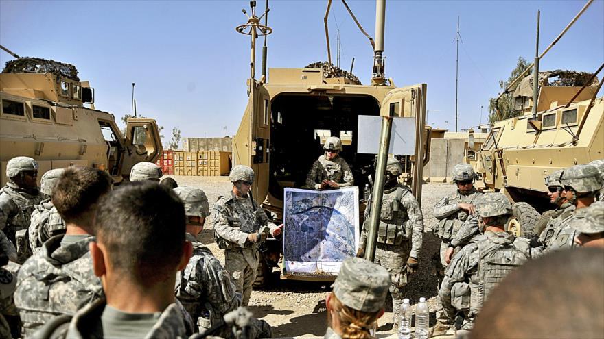 Soldados y aviadores del Ejército de EE.UU. en la base de Balad, en Irak, 14 de abril de 2010.