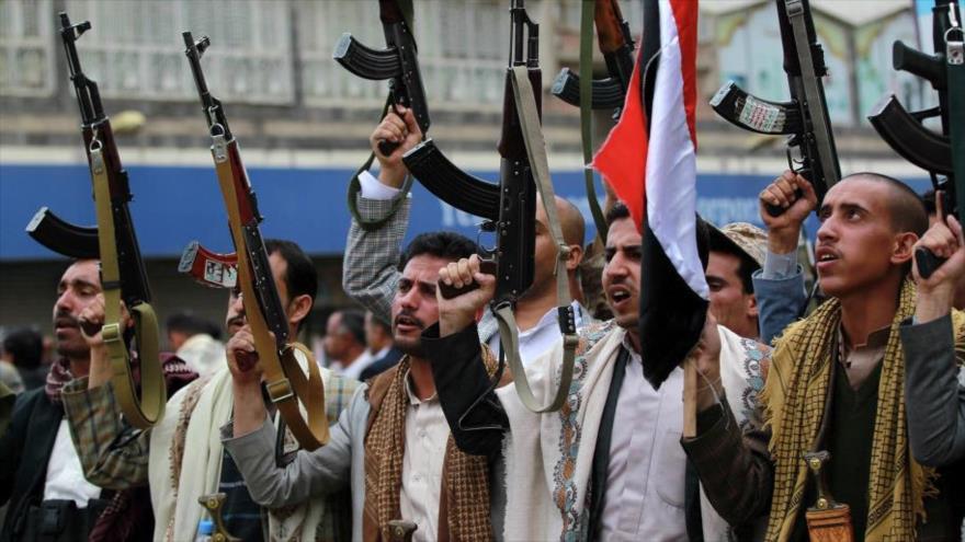 Integrantes del movimiento popular yemení Ansarolá en Saná, la capital de Yemen.