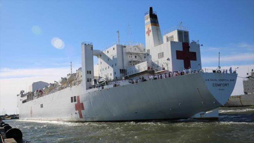 Buque hospital estadounidense USNS Comfort parte de la base naval de Norfolk, en Virginia, 14 de junio de 2019.