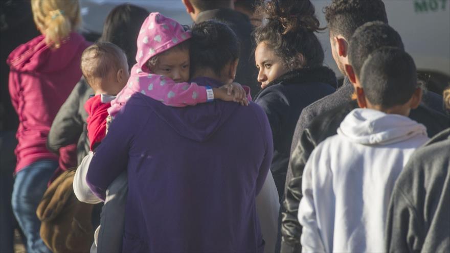 Migrantes detenidos en la ciudad El Paso en Texas (EE.UU.), 2 de junio de 2019. (Foto: AFP)