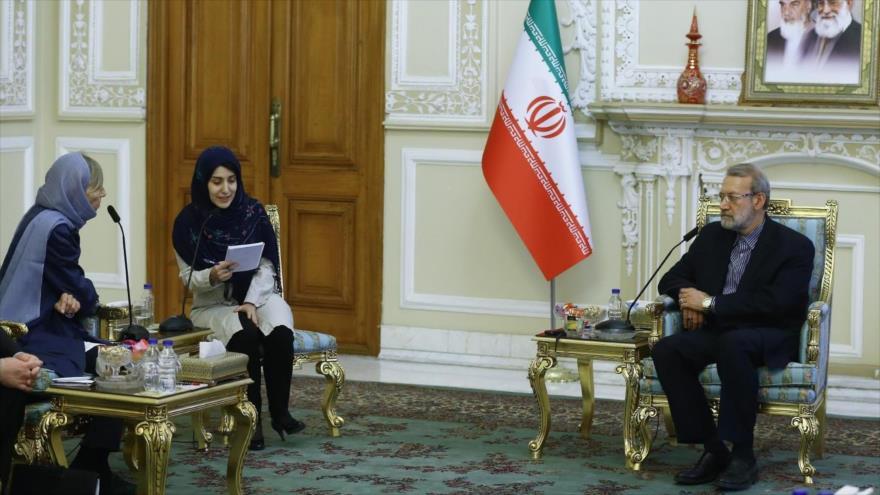 El presidente del Parlamento iraní, Ali Lariyani, reunido con la legisladora francesa Marielle de Sarnez en Teherán, 15 de junio de 2019. (Foto: ICANA)