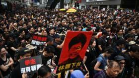 Miles de hongkoneses exigen la dimisión de la jefa del Ejecutivo