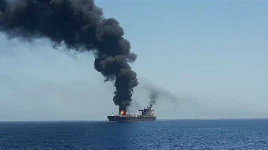 Uno de los buques cisterna que fue afectado por una explosión en el mar de Omán, 13 de junio de 2019.