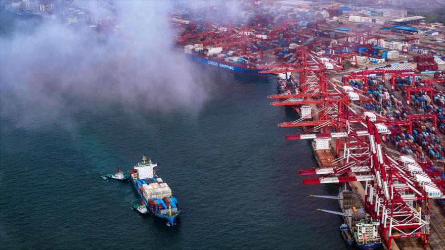 Un atracadero de contenedores en el puerto de Qingdao, en la provincia oriental china de Shandong, 17 de mayo de 2019. (Foto: AFP)