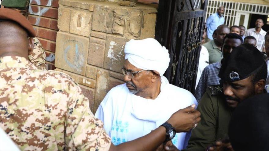 Vídeo: Primera aparición pública del derrocado Al-Bashir en Sudán