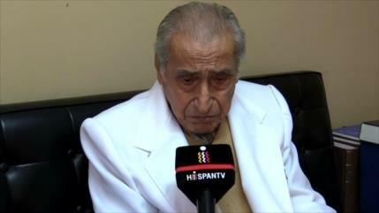 Doctor de 100 años sigue atendiendo en hospital antiguo de Perú