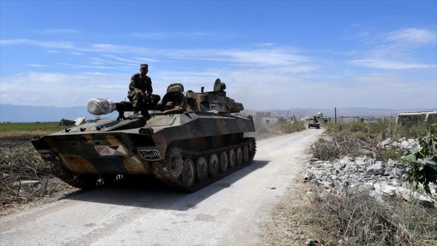 Las fuerzas del Ejército sirio entran en la ciudad de Kafr Nabuda, a unos 40 kilómetros al norte de Hama, 11 de mayo de 2019. (Foto: AFP)