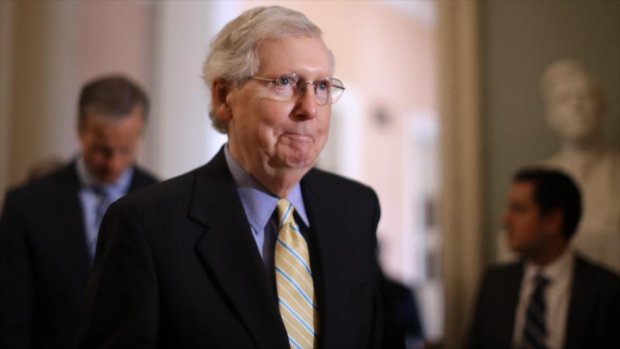 Mitch McConnell, líder de la mayoría en el Senado de EE.UU., habla con periodistas en Capitolio, 4 de junio de 2019. (Foto: AFP)