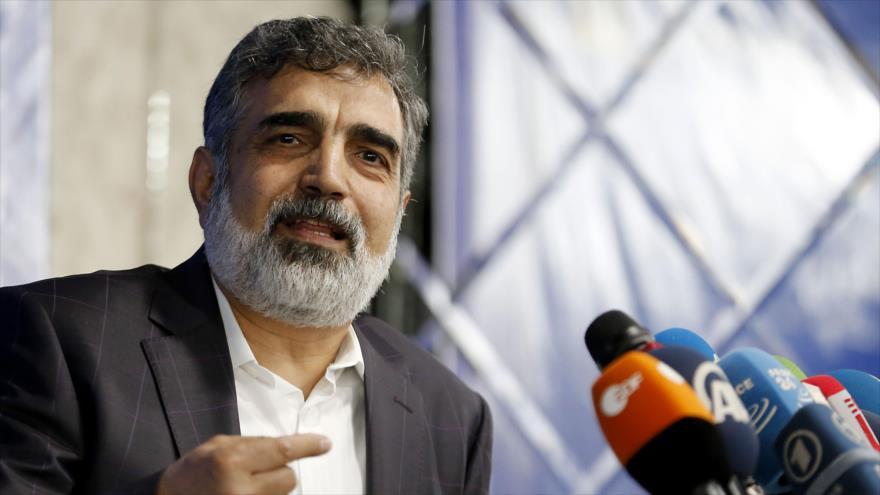 El portavoz de la Organización de Energía Atómica de Irán (OEAI), Behruz Kamalvandi, habla con la prensa, 17 de julio de 2018. (Foto: AFP)