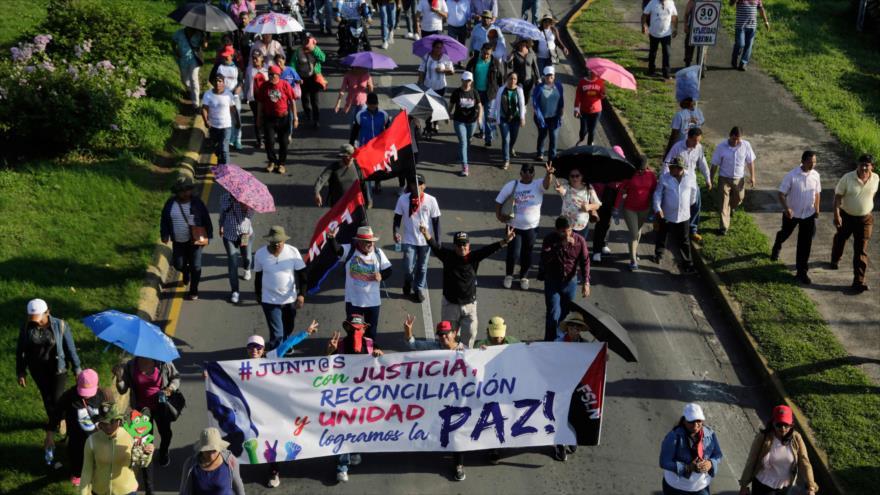 Los ciudadanos nicaragüenses salen a las calles para mostrar su apoyo al presidente de este país, Daniel Ortega, 10 octubre de 2018. (Foto: AFP)