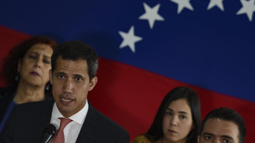 El líder opositor Juan Guaidó habla durante una rueda de prensa en Caracas (capital venezolana), 17 de junio de 2019. (Foto: AFP)