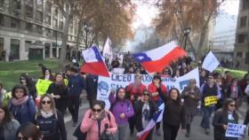 Profesores chilenos marchan en reclamo de mejoras laborales