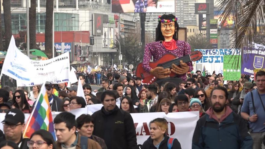 Gobierno chileno ignora y reprime a profesores y estudiantes