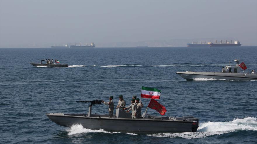 Lanchas rápidas de la Fuerza Naval del Cuerpo de Guardianes de la Revolución Islámica (CGRI) de Irán en el Estrecho de Ormuz, 30 de abril de 2019. (Foto: AFP)