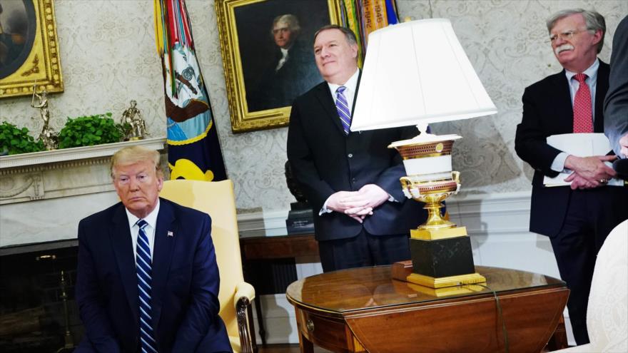 El presidente de EE.UU., Donald Trump (izda.), su secretario de Estado, Mike Pompeo (c) y su consejero, John Bolton, 20 de junio de 2019. (Foto: AFP)