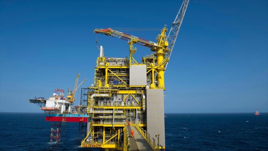 Una plataforma petrolera de Total, en la costa nororiental de Escocia, 8 de abril de 2019. (Foto: AFP)