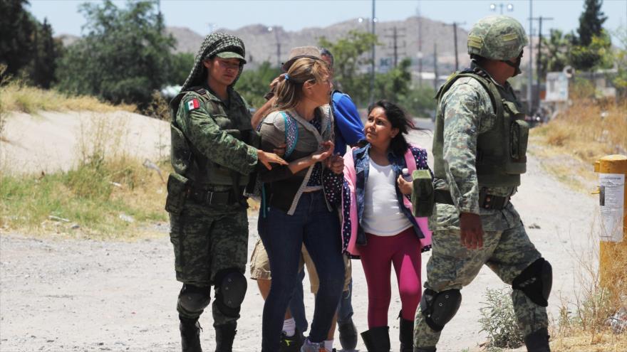 Fuerzas mexicanas detienen a migrantes centroamericanos que intentaban cruzar el Río Bravo, estado de Chihuahua, 21 de junio de 2019. (Foto: AFP)