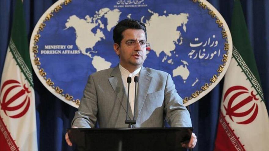 El portavoz de la Cancillería iraní, Seyed Abás Musavi, habla en una rueda de prensa en Teherán, la capital.