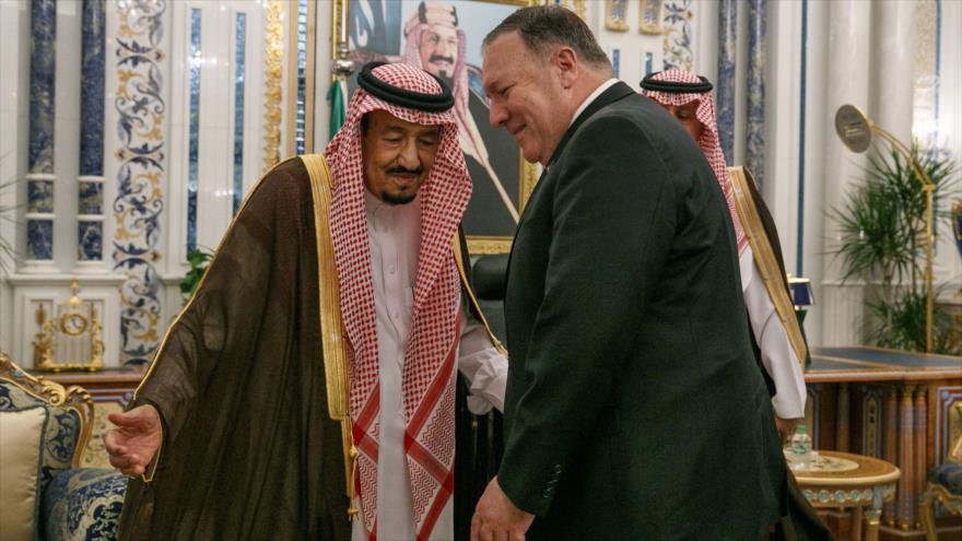 El rey de Arabia Saudí, Salman bin Abdulaziz, (izq.) recibe al secretario de Estado de EE.UU., Mike Pompeo, en Yeda, 24 de junio de 2019. (Foto: AFP)