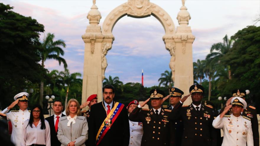 """Maduro autoriza a Fuerzas Armadas a responder a """"oligarquía"""" colombiana"""