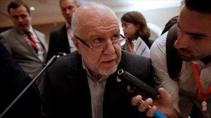 Irán rechaza informes que indican reducción de venta de su crudo