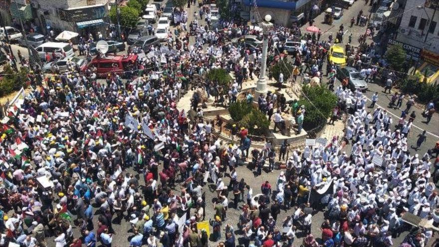 Miles de palestinos protestan contra foro propuesto por EEUU en Baréin