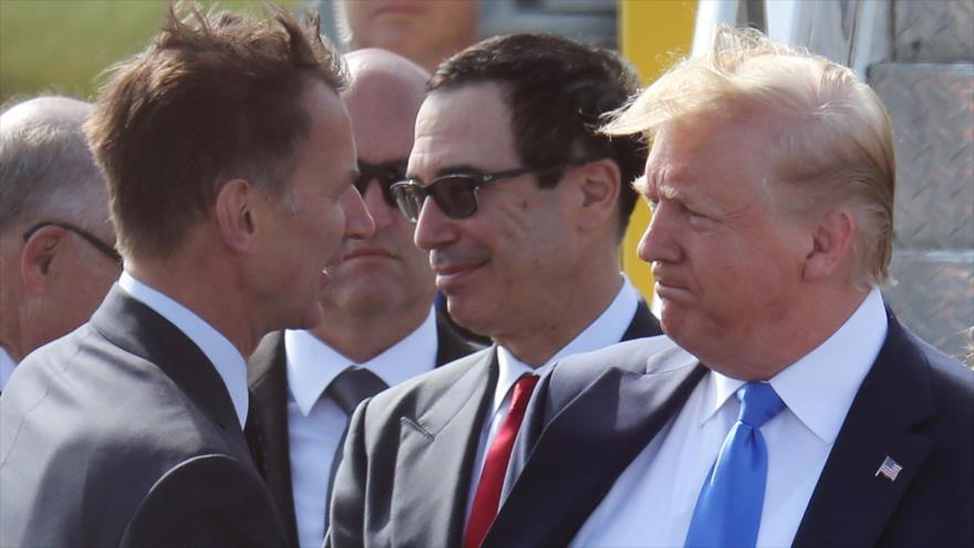 El ministro de Relaciones Exteriores del Reino Unido, Jeremy Hunt, saluda al presidente de EE.UU., Donald Trump, 3 de junio de 2018. (Foto: AFP)