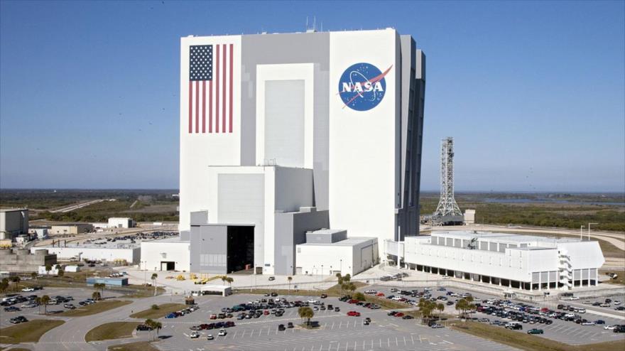 El edificio de ensamblado de vehículos de la Administración Nacional de la Aeronáutica y del Espacio (NASA), en el Centro Espacial Kennedy.