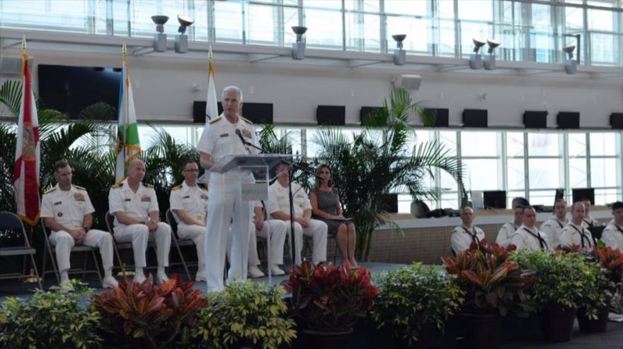 El comandante del Comando Sur de EE.UU., el almirante Craig Faller, habla en una ceremonia en Buenos Aires, la capital de Argentina, 24 de junio de 2019.
