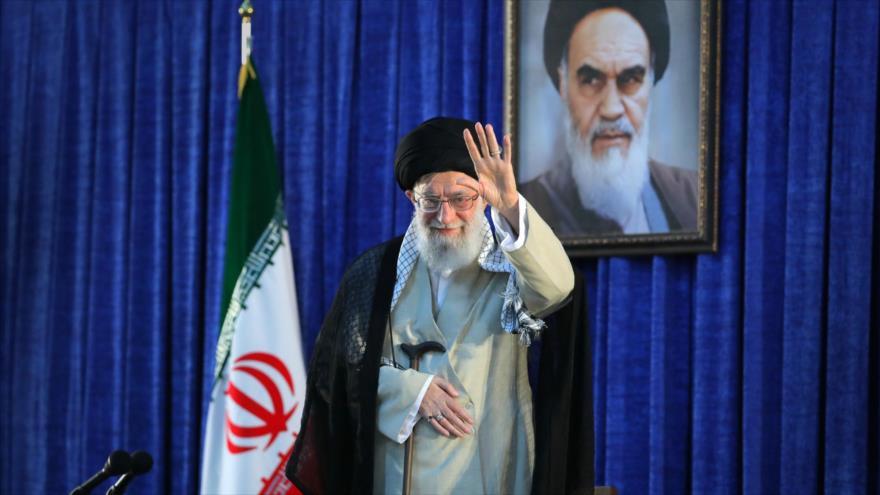 El Líder iraní, el ayatolá Seyed Ali Jamenei, durante el 30.º aniversario del fallecimiento del fundador de la República Islámica, el Imam Jomeini, en Teherán.