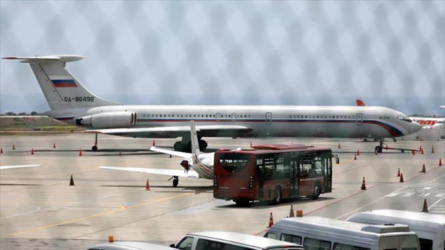 Rusia defiende el envío de un nuevo avión militar a Venezuela