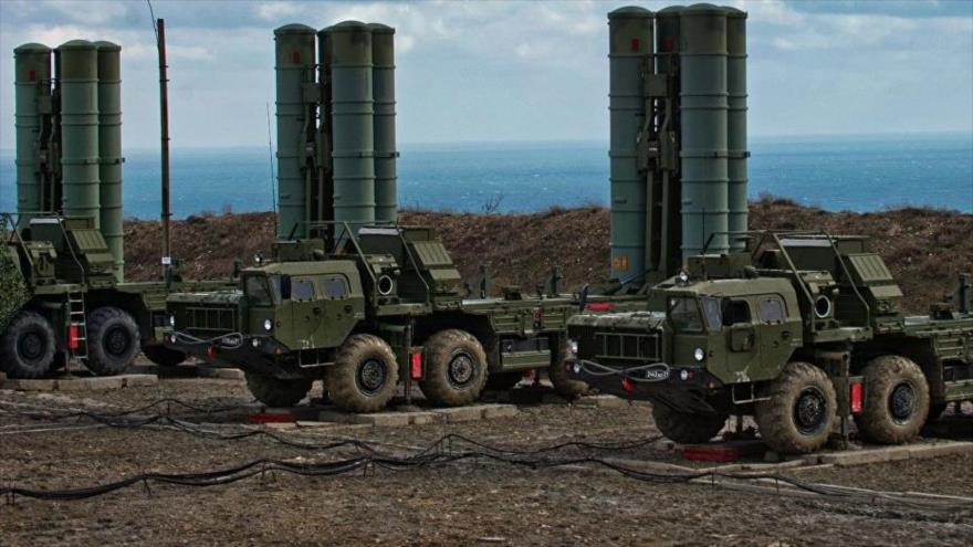 Baterías de los sistemas antiaéreos S-400 de las Fuerzas Aeroespaciales de Rusia.