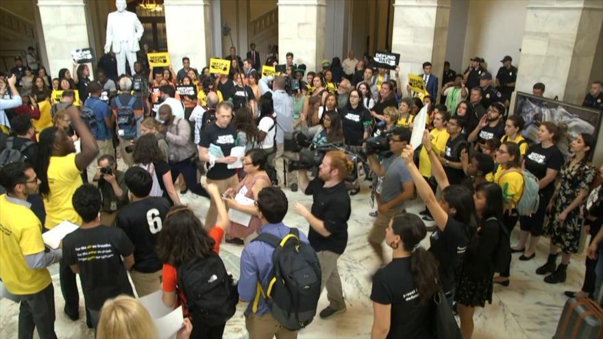 Activistas piden a Congreso no financiar aparato de deportaciones