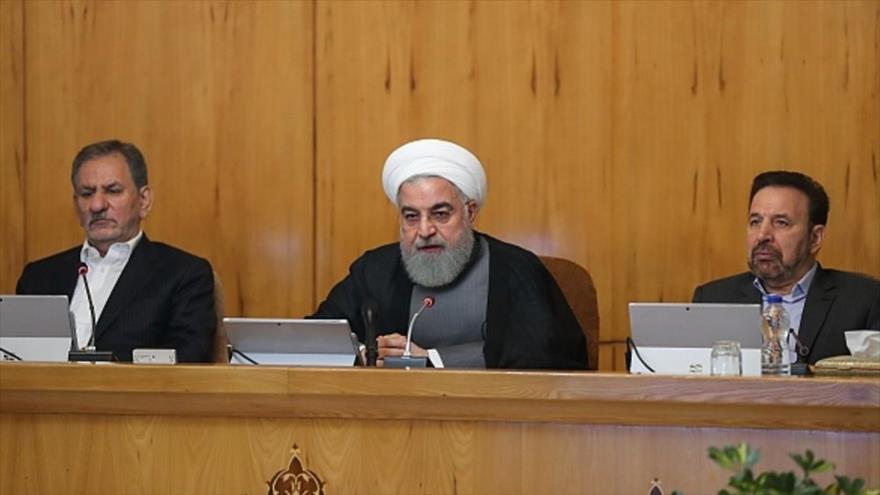 El presidente de Irán, Hasan Rohani (centro), en una sesión del Gabinete, Teherán, 26 de junio de 2019. (Foto: President.ir)