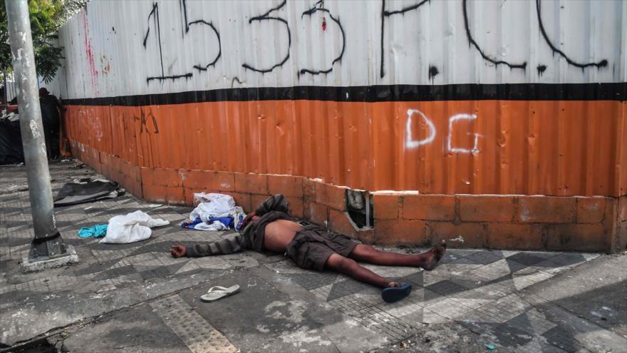 Un adicto a las drogas tirado en una calle en la ciudad brasileña de Sao Paulo, 10 de mayo de 2019. (Foto: AFP)