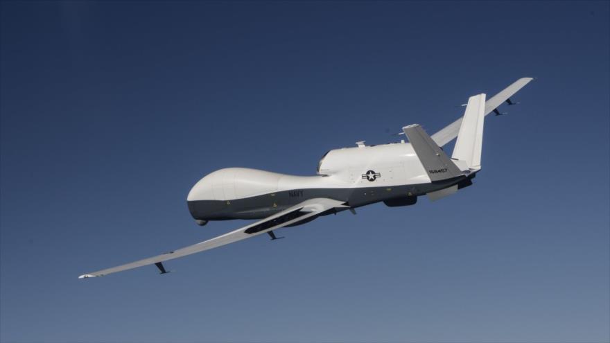 Un dron espía estadounidense, modelo MQ-4C Triton (un modelo desarrollado por Northrop Grumman RQ-4 Global Hawk).