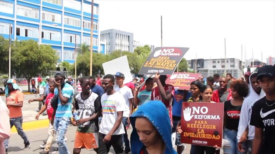 Se manifiestan en R. Dominicana contra la reforma constitucional