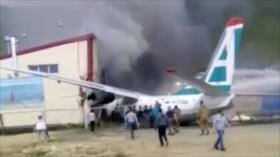 Vídeo: Mueren pilotos de avión ruso tras chocar contra un edificio