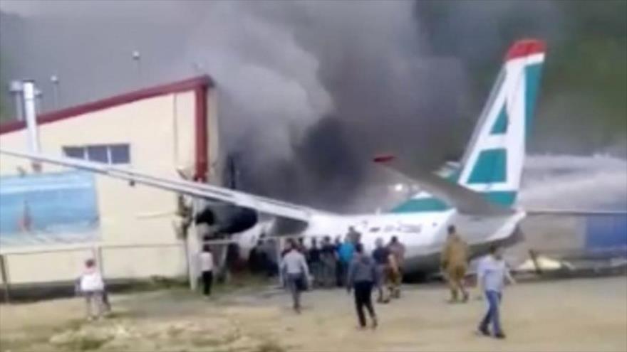 Vídeo: Mueren pilotos de avión ruso tras chocar contra un edificio | HISPANTV