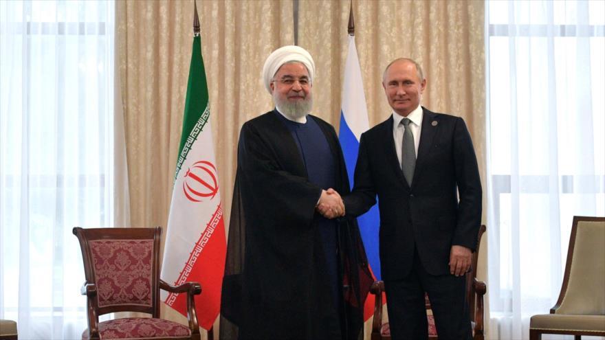 El presidente de Irán, Hasan Rohani, se reúne con su homologo ruso, Vladimir Putin, Bishkek, 14 de junio de 2019. (Foto: AFP)